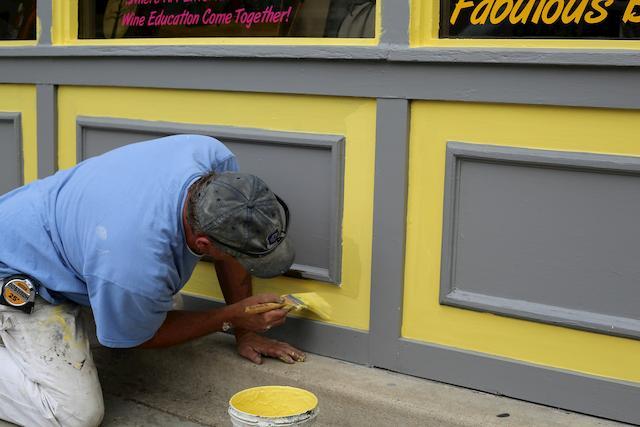 Festés előtt a felület kezelés fontos tevékenység, amit minden esetben el kell végezni.